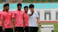 Seleksi pemain untuk Timnas Indonesia U-19 di Stadion Wibawa Mukti, Cikarang, Senin (13/1/2020). (Bola.com/Zulfirdaus Harahap)
