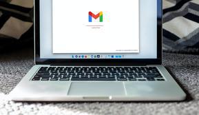 Ilustrasi cara membuat email, Gmail, desktop. (Photo by Solen Feyissa on Unsplash)