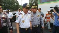 Menteri Perhubungan Ignasiun Jonan mendatangi Terminal Kampung Rambutan, Jakarta (Liputan6.com/ Silvanus Alvin)