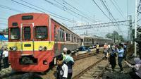 Selasa (3/10/2017) pagi KRL Commuterline mengalami gangguan karena kereta anjlok di sekitar wilayah Stasiun Manggarai. (Sumber Foto: Istimewa)