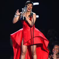Cardi B di MTV VMA 2018 (Foto: AFP / Theo Wargo / GETTY IMAGES NORTH AMERICA)