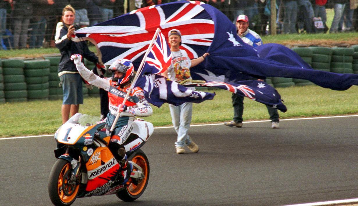 Mick Doohan mengikuti ajang balap Superbike pertama dan satu-satunya pada tahun 1988. Ia sukses menyabet tiga kemenangan dari empat balapan. Berkat prestasinya, ia direkrut oleh tim Honda pada tahun 1989. Pada tahun 1998 ia berhasil menjadi juara dunia di Moto GP. (Foto: AFP/John Morris)