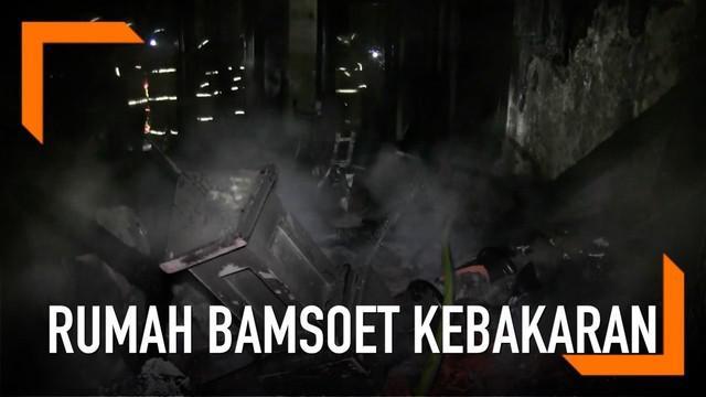 Rumah Ketua DPR Bambang Soesatyo di Duren Sawit, Jakarta terbakar. Diduga kebakaran disebabkan korseleting listrik.