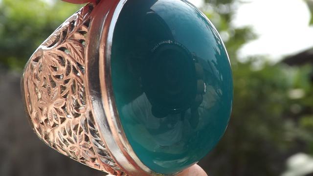 Batu Bacan Palamea berwarna hijau kebiruan
