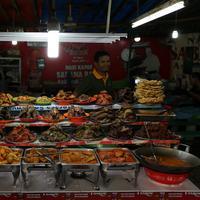 Kuliner khas Padang di Kramat Raya, Jakarta Pusat. (Daniel Kampua/Bintang.com)