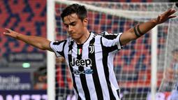 Paulo Dybala. Sayap serang berusia 27 tahun ini telah 6 musim memperkuat Juventus. Ia tersingkir akibat rentan cedera dan kalah bersaing dengan Federico Chiesa dan Dejan Kulusevski yang lebih dipercaya Andrea Pirlo. Musim lalu ia hanya tampil 25 kali di semua ajang. (Foto: AFP/Andreas Solaro)