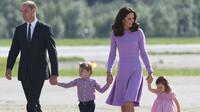 Melansir People, Senin (4/9/2017), pihak Kensington Palace mengkonfirmasi langsung mengenai kabar kehamilan ketiga Kate Middleton baru-baru ini. (AFP/Patrick Stollarz)