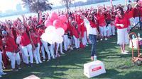 Sejumlah WNI saat mengelar aksi dukung Ahok di Sir James Mitchell Park, South Perth, Australia (13/5). Aksi dukung Ahok ini dihadiri kurang lebih 1000 orang. (Foto Monique Arianto Diaspora Indonesia)