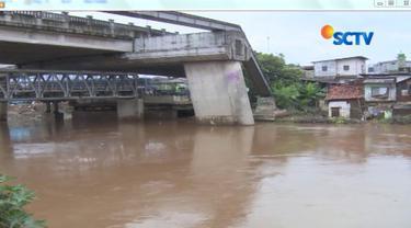 Untuk kelanjutan normalisasi sungai, Wakil Gubernur DKI Jakarta Sandiaga Uno mengatakan masih melakukan upaya pendekatan pada warga
