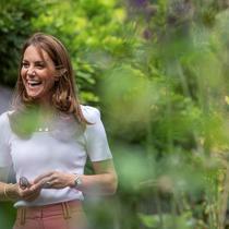 Kate Middleton saat bertemu dengan orangtua dan anak-anak di Battersea Park, London pada 22 September 2020. (JACK HILL / POOL / AFP)