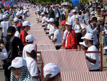 Syal Tenun di Kamboja Pecahkan Rekor Guinness