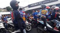 Konvoi untuk merayakan gelar juara Piala Presiden 2019 yang dilakukan Aremania terasa kurang menggigit, Minggu (13/4/2019). (Bola.com/Iwan Setiawan)
