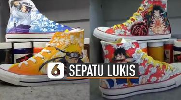 Tokoh-tokoh kartun anime biasanya hanya bisa dilihat di layar kaca televisi. Tetapi pria ini membuat ide kreatif melukis sepatu dengan tokoh-tokoh kartun anime.