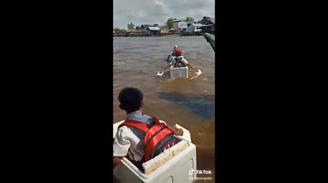 Video 3 anak SD menyeberangi Sungai Riding, Sumatera Selatan, viral. (Istimewa)