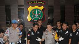 Kapolres Metro Jakarta Barat, Kombes Pol Roycke Langie memberikan keterangan pers terrait penangkapan artis Ridho Rhoma di Mapolres Jakarta Barat, Sabtu (25/03). RR dan S telah diintai polisi sejak 2 bulan. (Liputan6.com/Herman Zakharia)