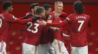 Manchester United sempat dua kali unggul namun pada akhirnya gagal menang setelah Dominic Calvert-Lewin mencetak gol ketiga Everton pada masa injury time dan membuat laga berakhir imbang 3-3. (Martin Rickett/Pool via AP)