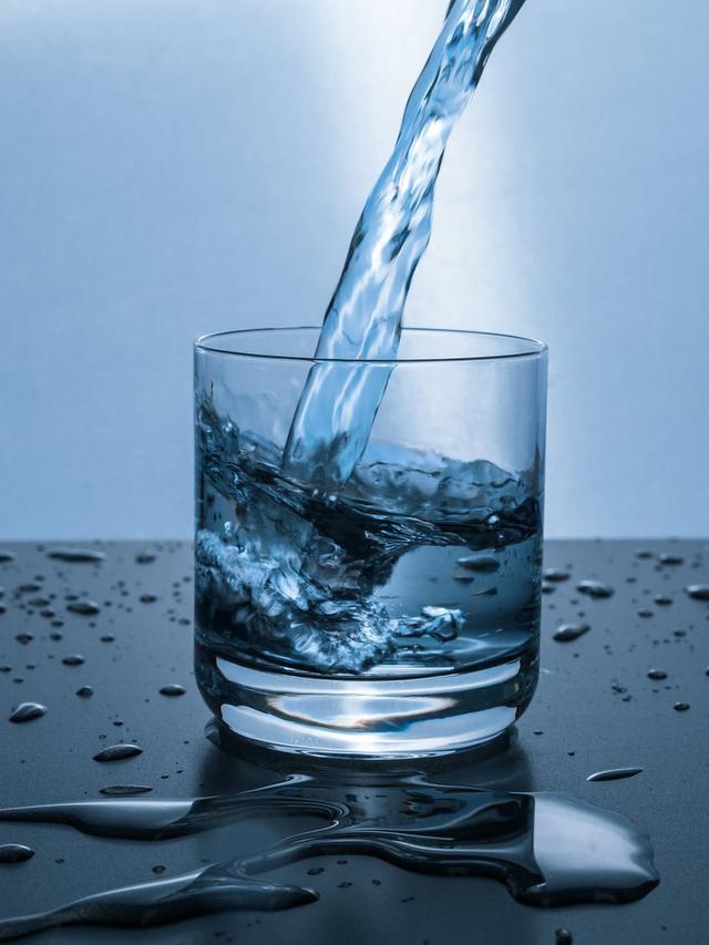 10 Manfaat Minum Air Putih Hangat Saat Buka Puasa Sehatkan Tubuh Ramadan Liputan6 Com