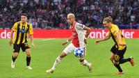 Hakim Ziyech dipastikan akan resmi berseragam Chelsea pada 1 Juli 2020 mendatangdepan. The Blues dikabarkan harus rela merogoh kocek 44 juta euro untuk mendaratkan pemain timnas Maroko ini ke Stamford Bridge. (AFP/Emmanuel Dunand)