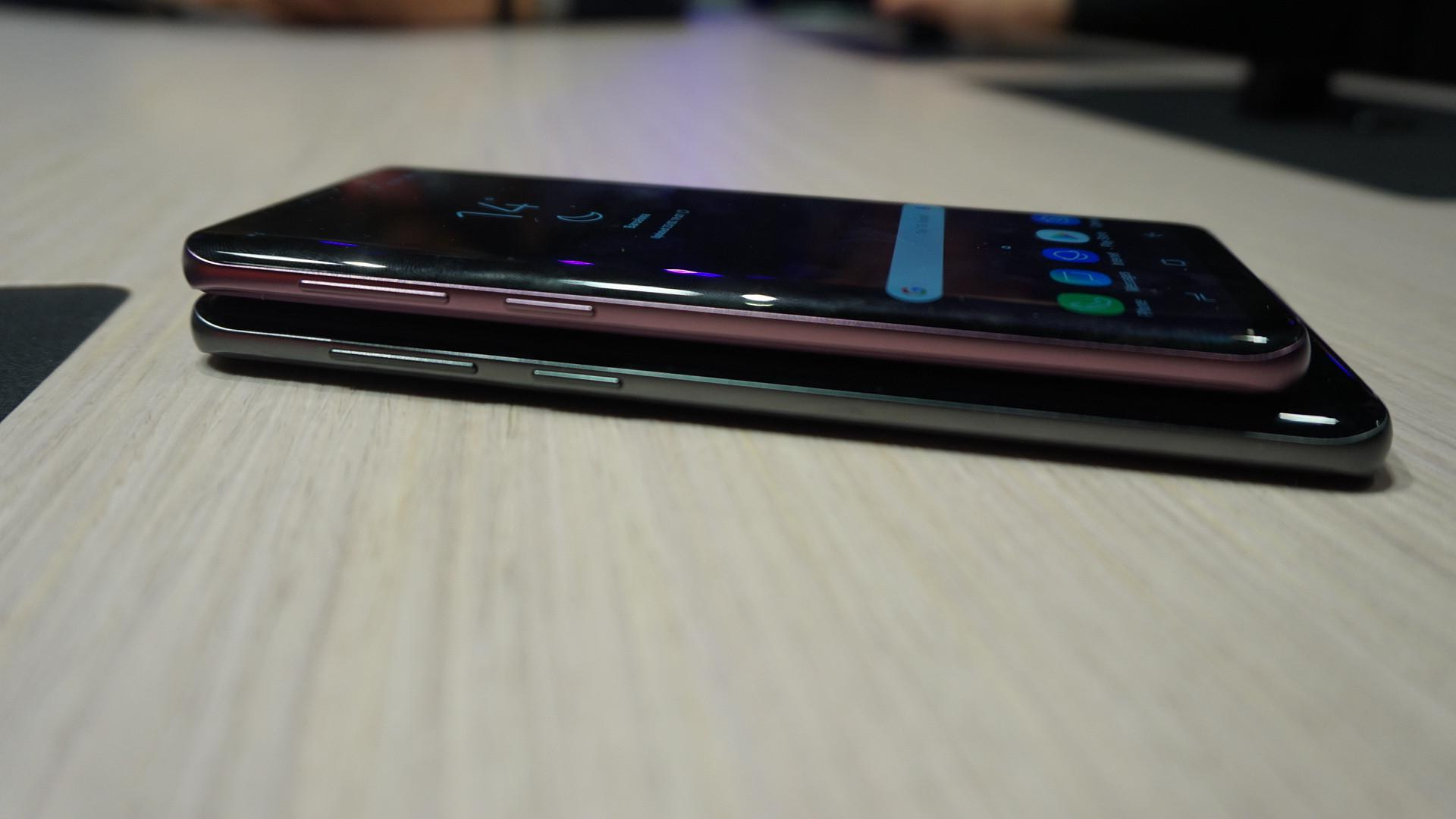 Samsung Galaxy S9 (atas) dan Samsung Galaxy S9 Plus (Liputan6.com/ Agustin Setyo W)