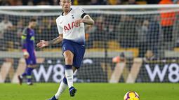 Kini dengan pelatih baru muncul optimisme dari manajemen United untuk memboyong bek Hotspur tersebut. Terlebih lagi kontra Toby bersama Tottenham Hotspur yang akan segera berakhir. (AFP/Roland Horrison)