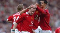 Striker Manchester United (MU), Wayne Rooney rayakan gol ke gawang Newcastle United, April 2005. (AFP/Paul Barker)