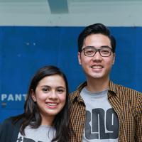 Jakarta Pasangan selebritis Nycta Gina dan Rizky Kinos sedang berbahagia. Pasalnya, setelah resmi menikah pada tanggal 2 Agustus 2015 lalu, kini Gina telah mengandung. (Galih W. Satria/Bintang.com)