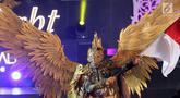 Model membawakan kostum dari ragam budaya Asia pada acara Jember Fashion Carnaval (JFC) di Lippo Malls Kemang, Jakarta, Senin (20/8). Kegiatan untuk mendukung Asian Games 2018 digelar pada 20 dan 21 Agustus. (Liputan6.com/Fery Pradolo)
