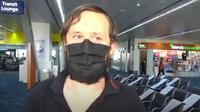 Roman Trofimov, turis asal Estonia yang terdampar selama lebih 100 hari di bandara Manila, Filipina (Dok.YouTube/ BISDAK NOYPI TV)