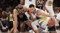 Aksi pemain Warriors Stephen Curry saat melawan Nets dilanjutan NBA (AP)