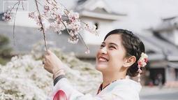 Dian mengenakan kimono yang membuat penampilannya semakin cantik. (Liputan6.com/IG/@therealdisastr)
