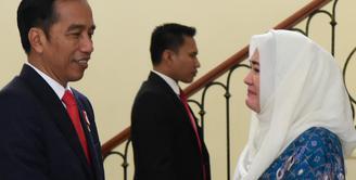 Usai menghadiri acara Dies Natalis Universitas Indonesia ke-68, Presiden Jokowi bertakziah ke kediaman almarhum Raden Mas Haryo Heroe Syswanto Ns Soerio Soebagio atau yang lebih dikenal dengan nama Sys Ns. (Instagram/shantysys)