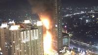 Belum diketahui apa penyebab kebakaran yang melanda Gedung Neo Soho tersebut, Jakarta Barat, Rabu (9/11). (Istimewa)
