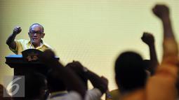 Ketum Partai Golkar Aburizal Bakrie (ARB) saat memberikan pidato terakhirnya di Munaslub Golkar, Nusa Dua, Bali (16/5). DPD I, dan 10 ormas, menerima laporan pertanggungjawaban ARB selama menjabat Ketua Umum Partai Golkar. (Liputan6.com/Johan Tallo)