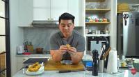 Chef Arnold Bikin Lumpia Sultan, Isinya Daging Wagyu. (dok. Youtube Arnold Poernomo/https://www.youtube.com/watch?v=bnCgjWRr0fI/Henry)