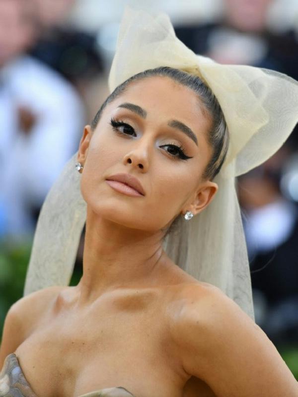 Ariana Grande menarik diri sejak mantan kekasihnya, Mac Miller meningga dunia pada 7 September 218 lalu. (Angela WEISS / AFP)#source%3Dgooglier%2Ecom#https%3A%2F%2Fgooglier%2Ecom%2Fpage%2F2019_04_14%2F373345