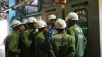 Peserta training vokasi ketenagalistrikan PLTU Cirebon Power tengah mengikuti rangkaian pelatihan tenaga profesional sebelum mendapat sertifikasi. Foto (Liputan6.com / Panji Prayitno)