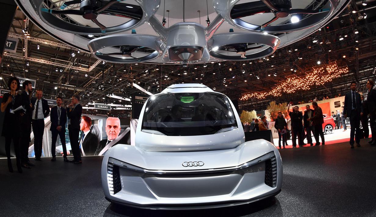 """Tampilan dari mobil """"Pop.up next"""" keluaran Audi yang  dipamerkan dalam Geneva International Motor Show di Jenewa (6/3). Mobil ini merupakan mobil terbang dari Audi yang menggandeng Airbus dan Italdesign. (AFP Photo/Fabrice Coffrini)"""