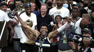 Foto: Milwaukee Bucks Juarai NBA 2020/2021 Setelah Kalahkan Phoenix Suns di Final Gim Keenam
