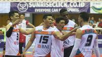 Ekspresi para pemain Jakarta BNI 46 setelah mengalahkan Surabaya Bhayangkara Samator pasa final four Proliga 2019, Jumat (8/2/2019). (Bola.com/Gatot Susetyo)