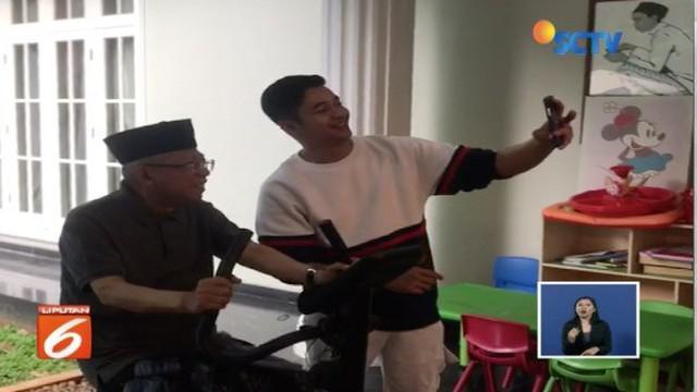 Ma'ruf Amin berolahraga bareng pesinetron Adly Fairuz. Tak banyak yang tahu, Adly ternyata adalah cucu dari Cawapres 01 tersebut.