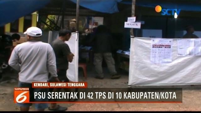 KPU Sulawesi Tenggara menggelar pemungutan surara ulang di 42 TPS lantaran banyak kotak suara yang dibuka tidak sesuai prosedur.