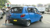 Dengan tarif yang murah dan nyaman, bajaj qute hanya dapat mengangkut empat penumpang termasuk pengemudi.