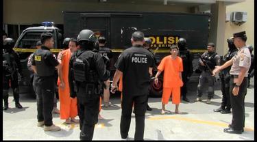 Tiba di Bandara Soekarno-Hatta 4 Tersangka penyelundup Narkoba jenis sabu seberat 1,6 ton mengamuk saat akan dibawa ke Mabes Polri