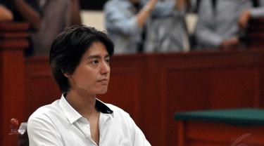 Roger Danuarta memasuki babak akhir persidangan atas kasus penyalahgunaan narkoba yang ia lakukan (02/07/14). (Liputan6.com/Panji Diksana)