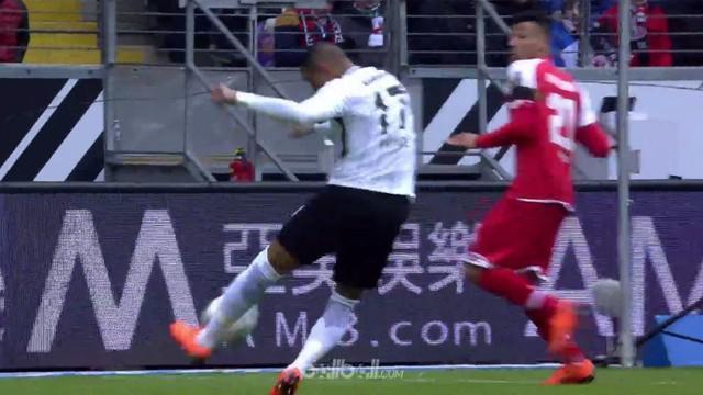 Eintracht Frankfurt mengamankan kemenangan 3-0 ketika menghadapi Mainz di kandang sendiri. Tembakan voli Kevin Prince Boateng pada...