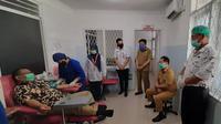 Akhyar melakukan donor darah yang didakan di RSUD Dr Pirngadi Kota Medan, Jalan Prof HM Yamin, Kecamatan Medan Timur