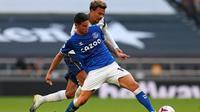 Pemain Everton, James Rodriguez melakukan debut di Liga Inggris ketika timnya mengalahkan Tottenham Hotspur, Senin (14/9/2020) dini hari WIB. (CATHERINE IVILL / POOL / AFP)