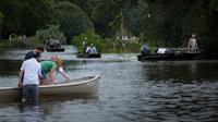 Banjir di Louisiana sapu rumah Tony Perkins (AFP)