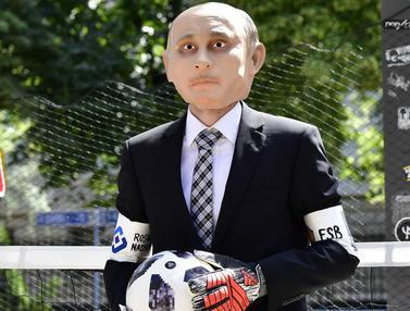 Jelang Piala Dunia, Aktivis Ini Jadi Kiper Protes Vladimir Putin