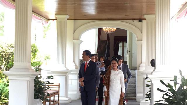 Jokowi bersama keluarga bersiap berangkat ke Gedung MPR/DPR/DPD RI Jakarta untuk menghadiri Pelantikan Presiden dan Wakil Presiden 2019